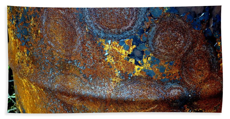 Abstract Bath Sheet featuring the photograph Garbage Can Abstract by Ed Weidman