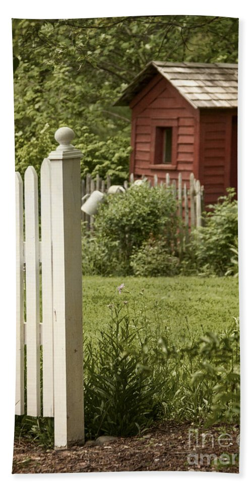 Shed Hand Towel featuring the photograph Garden's Entrance by Margie Hurwich
