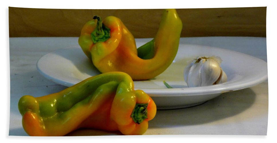 Setting Hand Towel featuring the photograph Garlic And Peppers by Deborah Crew-Johnson