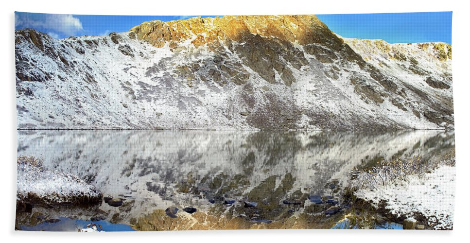 Alpenglow Hand Towel featuring the photograph Geissler Mountain And Linkins Lake by Tim Fitzharris