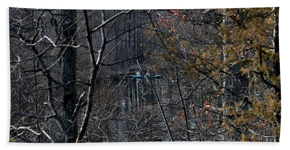 Burke Lake Hand Towel featuring the photograph Getting In by Joseph Yarbrough