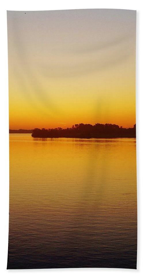 Bath Sheet featuring the photograph Gi Sunrise Coming by Daniel Thompson