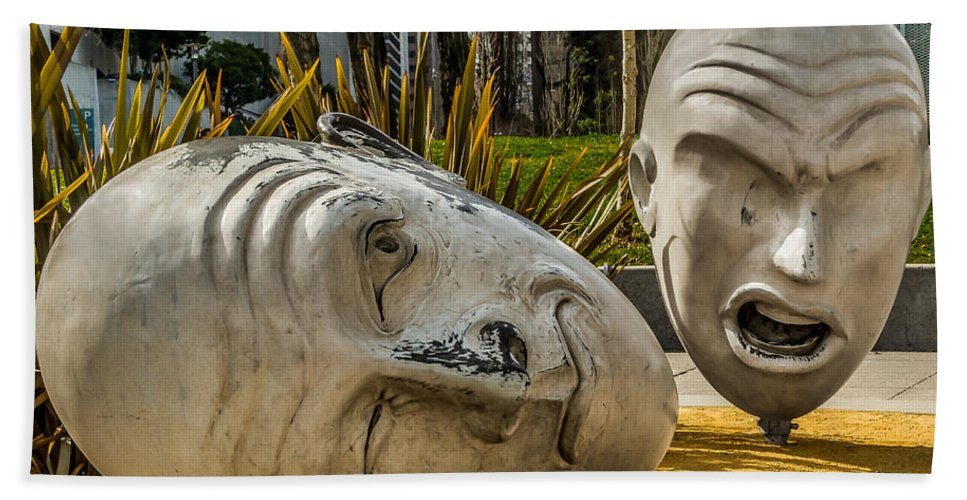 Art Bath Sheet featuring the photograph Giant Heads by Ron Pate