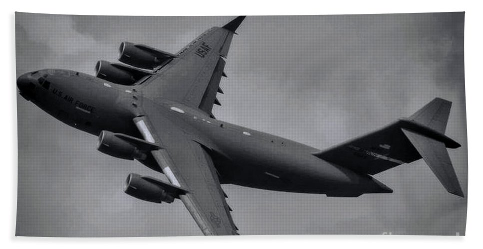Boeing C-17 Globemaster Iii Hand Towel featuring the photograph Globemaster IIi by Tommy Anderson