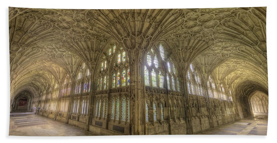 Hdr Bath Sheet featuring the photograph Gloucester Cathedral Cloisters by Yhun Suarez