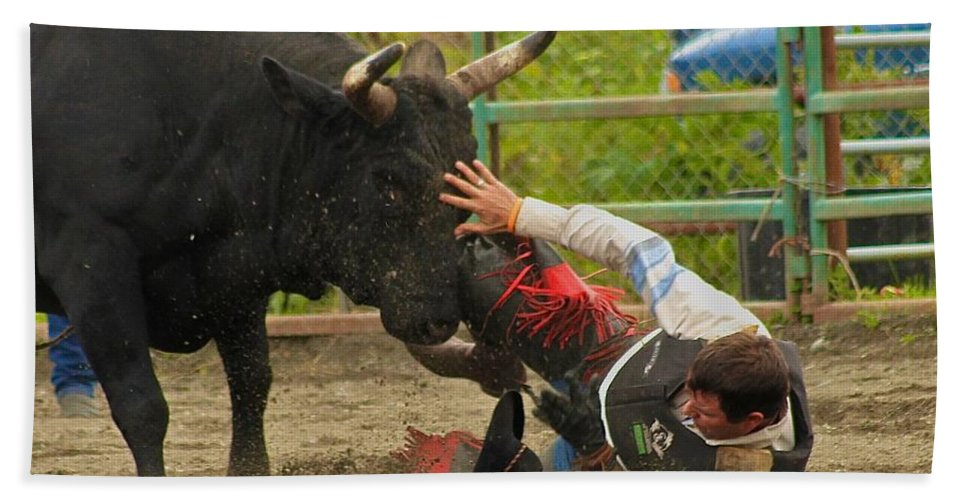 Rodeo Bath Towel featuring the photograph Going To Hurt by Rick Monyahan