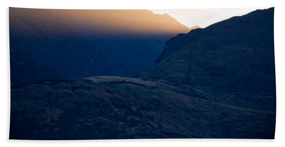 New Zealand Hand Towel featuring the photograph Golden Rays by Dave Bowman