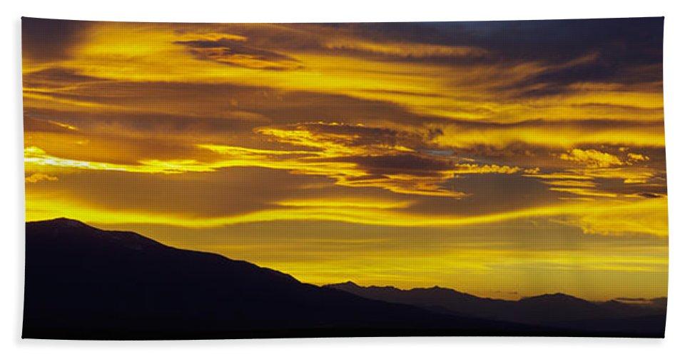 Colorado Photographs Bath Sheet featuring the photograph Golden Sunset by Gary Benson