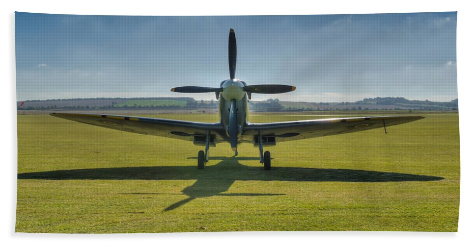 Spitfire Hand Towel featuring the photograph Graceful Spitfire Hdr by Gary Eason