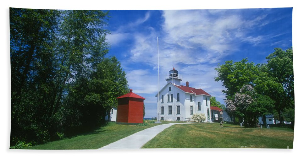 Grand Traverse Lighthouse Bath Sheet featuring the photograph Grand Traverse Lighthouse by David Davis
