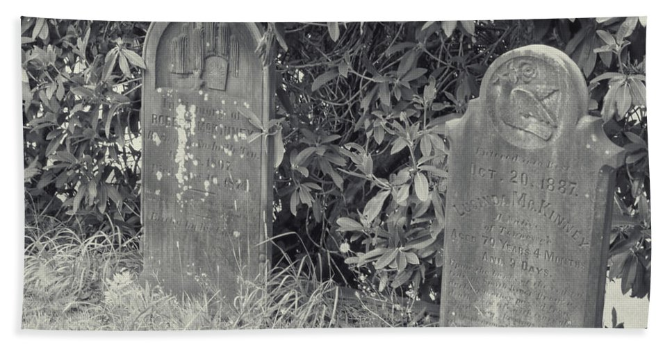 Bath Sheet featuring the photograph Gravesite Gearheart Oregon by Cathy Anderson