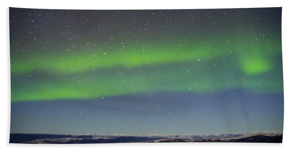 Alaska Aurora Borealis Bath Sheet featuring the photograph Green Lady Dancing 10 by Phyllis Spoor