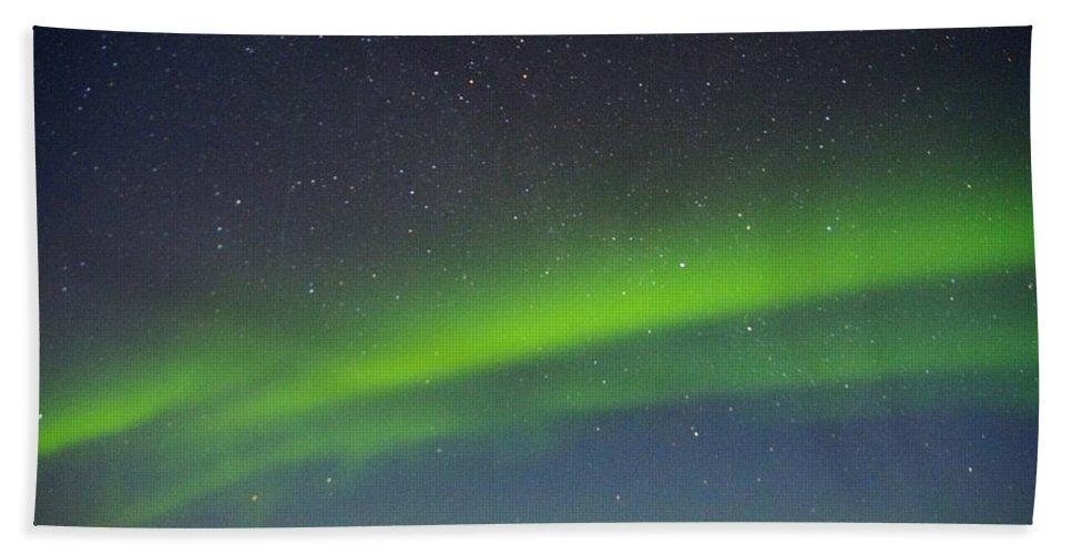 Alaska Aurora Borealis Bath Sheet featuring the photograph Green Lady Dancing 15 by Phyllis Spoor