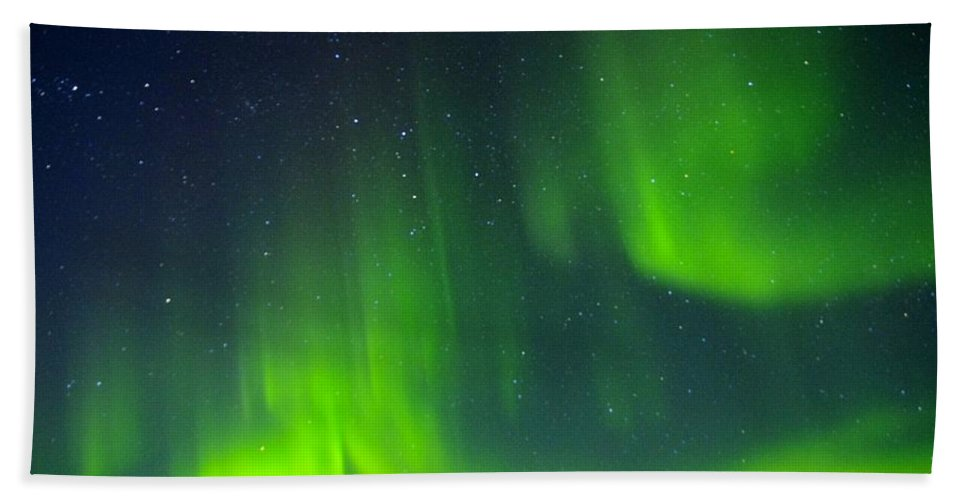Alaska Aurora Borealis Bath Sheet featuring the photograph Green Lady Dancing 30 by Phyllis Spoor