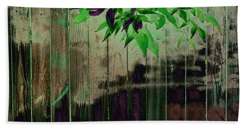 Bath Sheet featuring the photograph Green Leaves by David Pantuso