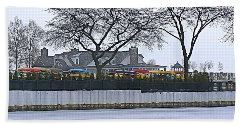 Grosse Pointe Bath Sheet featuring the photograph Grosse Pointe Pier Park by Dona Dugay