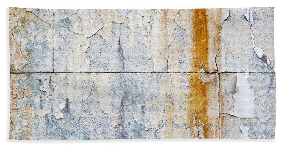 Concrete Wall Bath Sheet featuring the photograph Grunge Concrete Texture by Tim Hester