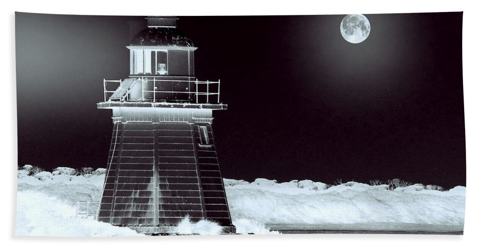 Landscapes Bath Sheet featuring the photograph Guiding Lights by Holly Kempe