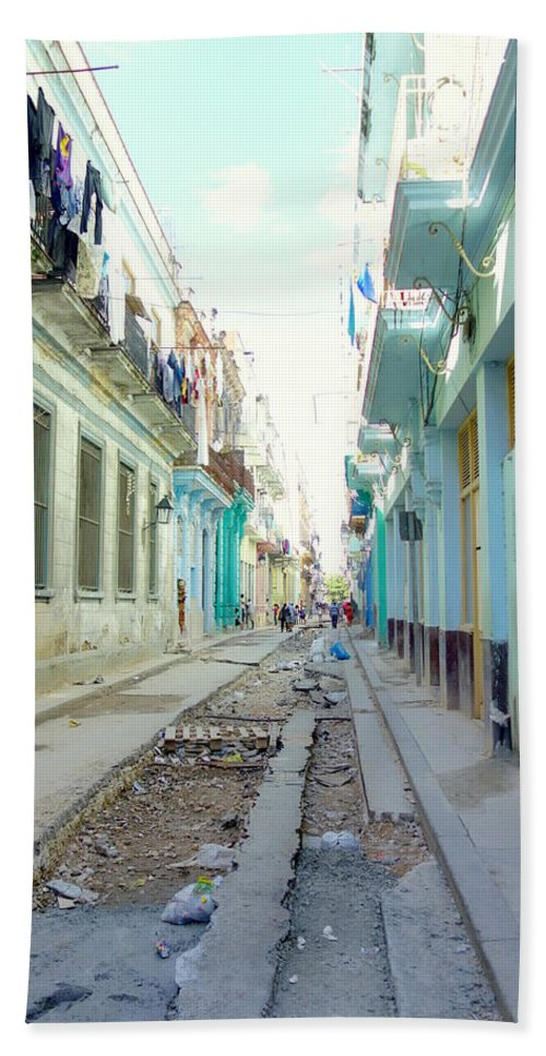 Habana Hand Towel featuring the photograph Habana Street by Valentino Visentini
