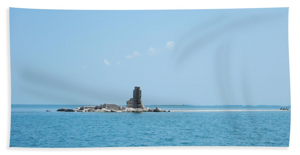 Core Sound Hand Towel featuring the photograph Harbor Island Series 1 by Paula OMalley