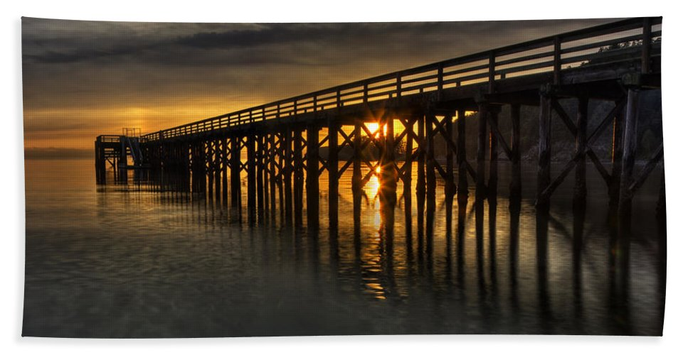 Bowman Bay Bath Towel featuring the photograph Harmonious Illumination by Mark Kiver