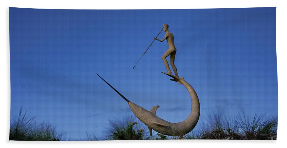 Chilmark Hand Towel featuring the photograph Harpooner Sculpture by John Greim
