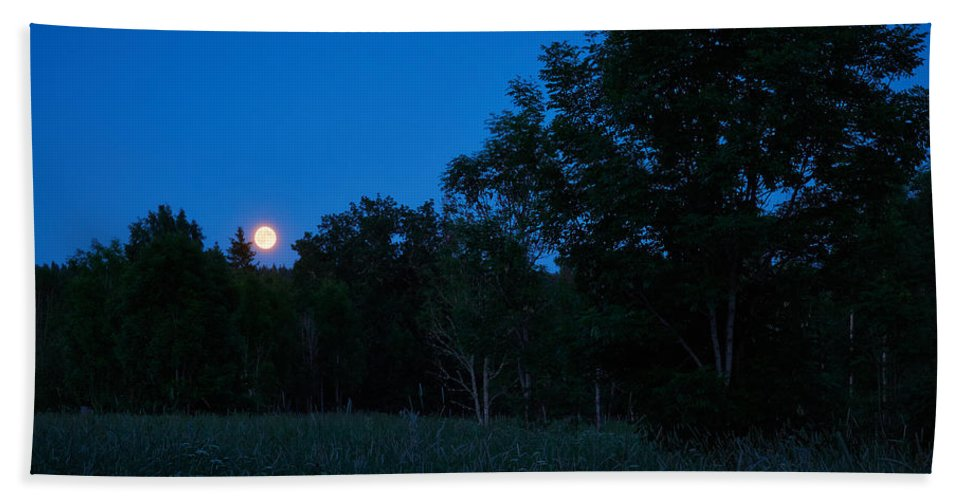 Aggatorp Bath Sheet featuring the photograph Harvest Moon by Jouko Lehto