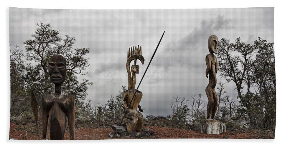 Hawaii Sculptures Bath Sheet featuring the photograph Hawaii Sculptures by Douglas Barnard