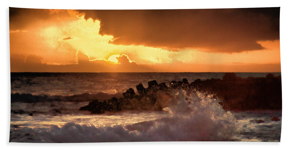 Hawaii Hand Towel featuring the photograph Hawaii Sunset V2 by Douglas Barnard