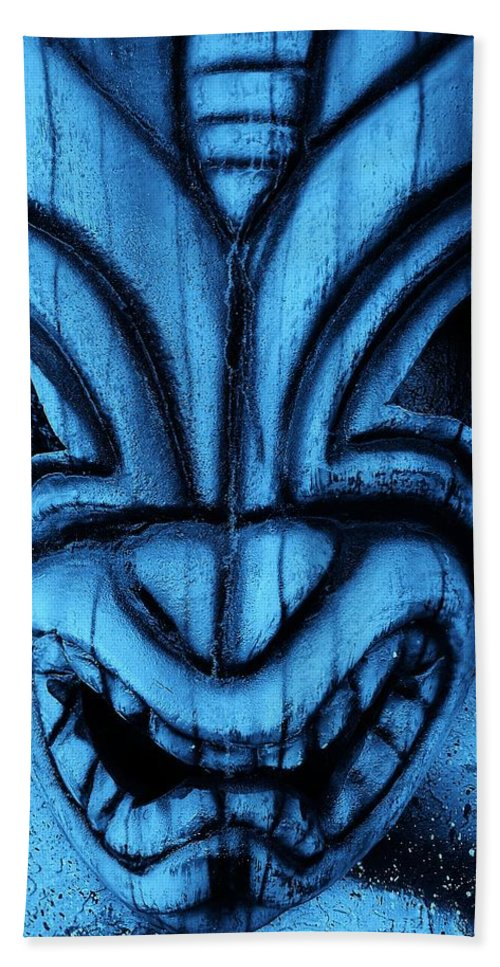 Polynesian Hand Towel featuring the photograph Hawaiian Turquoise Mask by Rob Hans