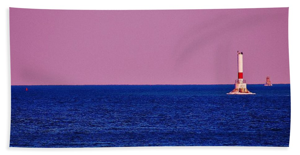 Hand Towel featuring the photograph Headwater Lights by Daniel Thompson