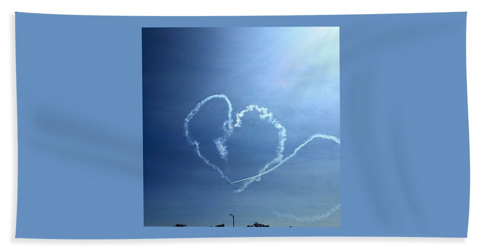 Hand Towel featuring the photograph Heart by Sue Conwell