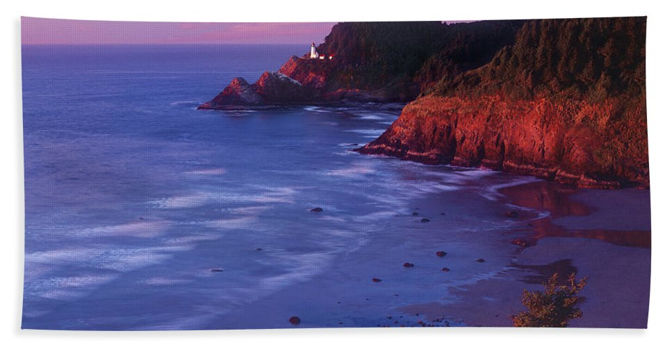 North America Bath Towel featuring the photograph Heceta Head Lighthouse At Sunset Oregon Coast by Dave Welling