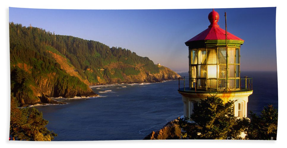 America Bath Sheet featuring the photograph Heceta Head Moonrise by Inge Johnsson