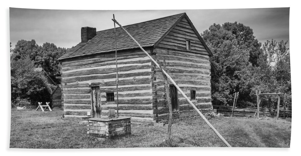 Guy Whiteley Photography Bath Sheet featuring the photograph Hetchler House Farmstead by Guy Whiteley