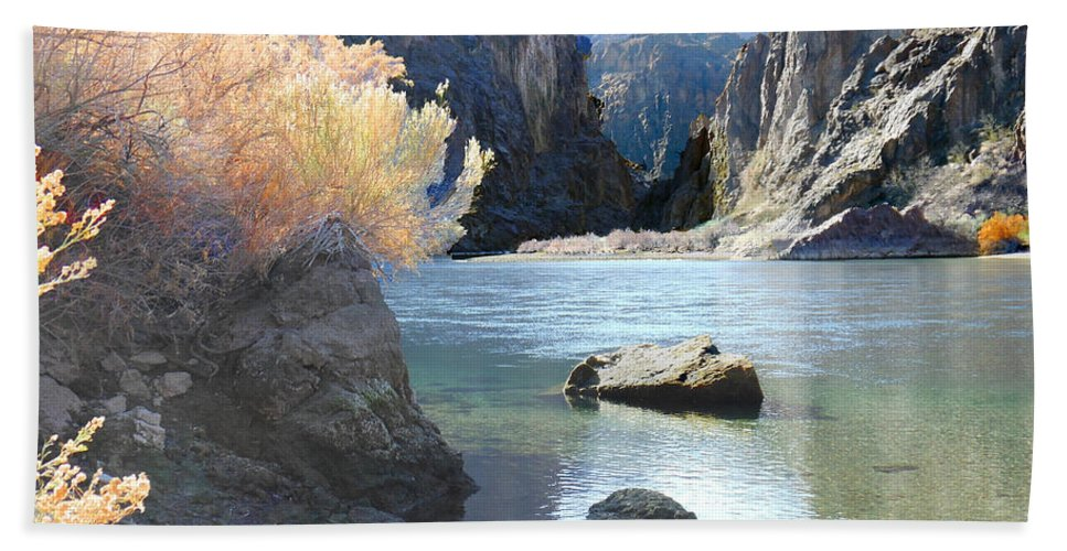 Black Hand Towel featuring the photograph Hikers Haven by Alan Socolik