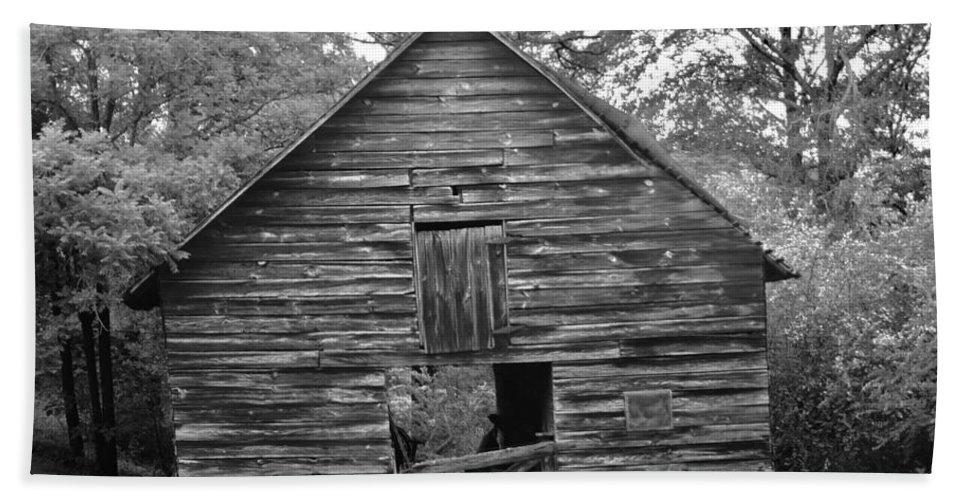 Barn Bath Sheet featuring the photograph Hillside Barn by Tara Potts