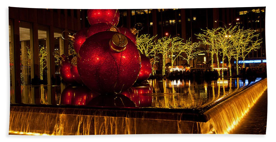"""""""new York City"""" Hand Towel featuring the photograph Holiday Peace by Paul Mangold"""