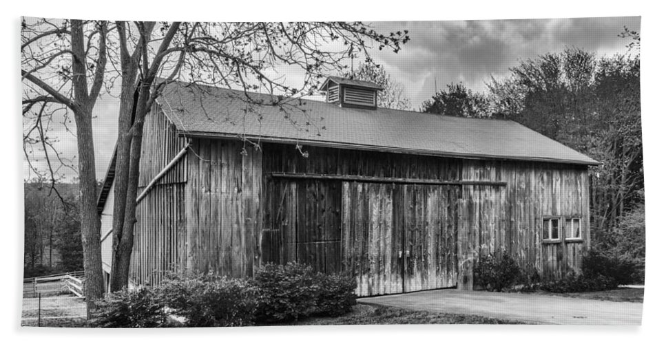 Barn Bath Sheet featuring the photograph Holland Barn 2140b by Guy Whiteley