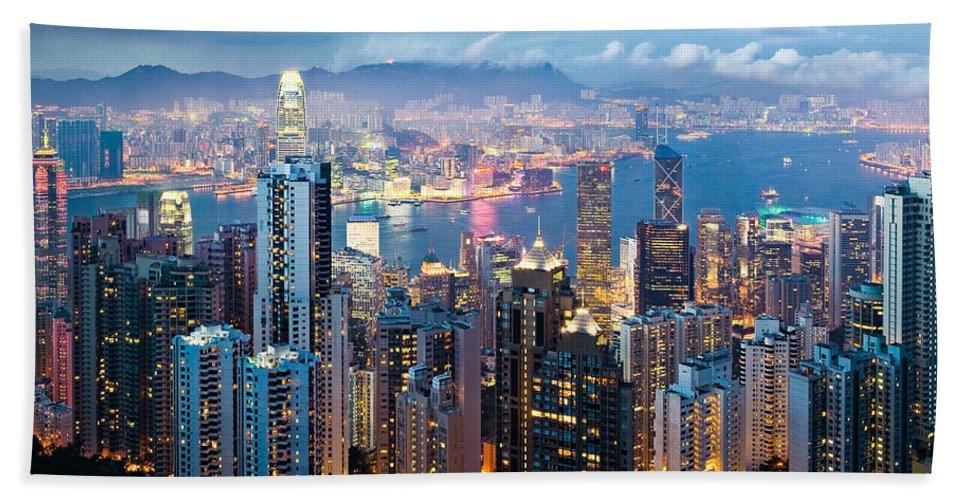 Hong Kong Hand Towel featuring the photograph Hong Kong At Dusk by Dave Bowman