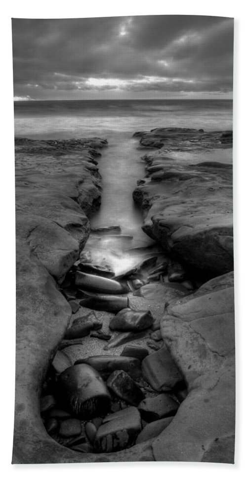 Black & White Bath Sheet featuring the photograph Horseshoes Beach Black And White by Peter Tellone