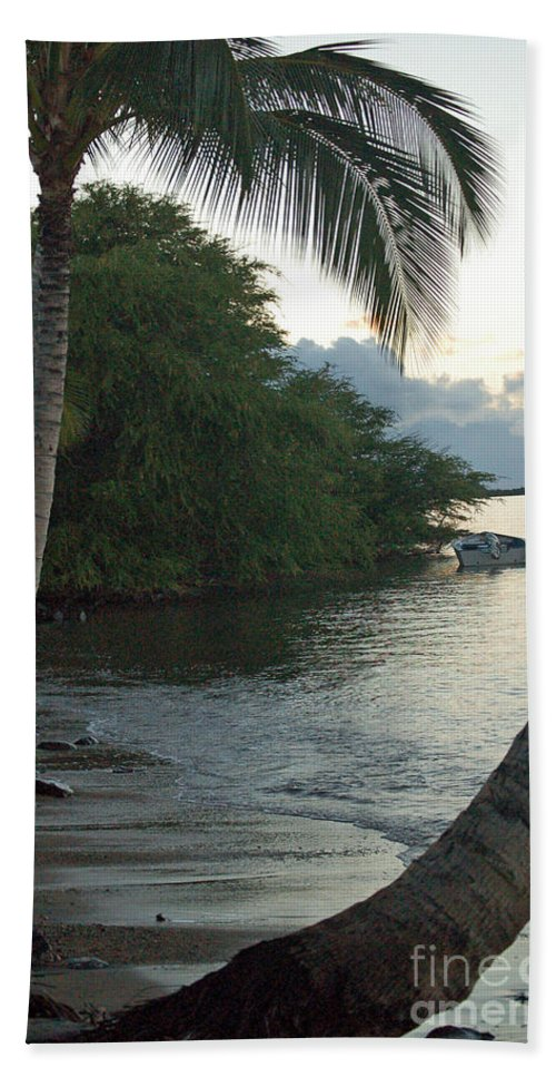 Sand Hand Towel featuring the photograph Hotel Molokai Beach by Terry Holliday