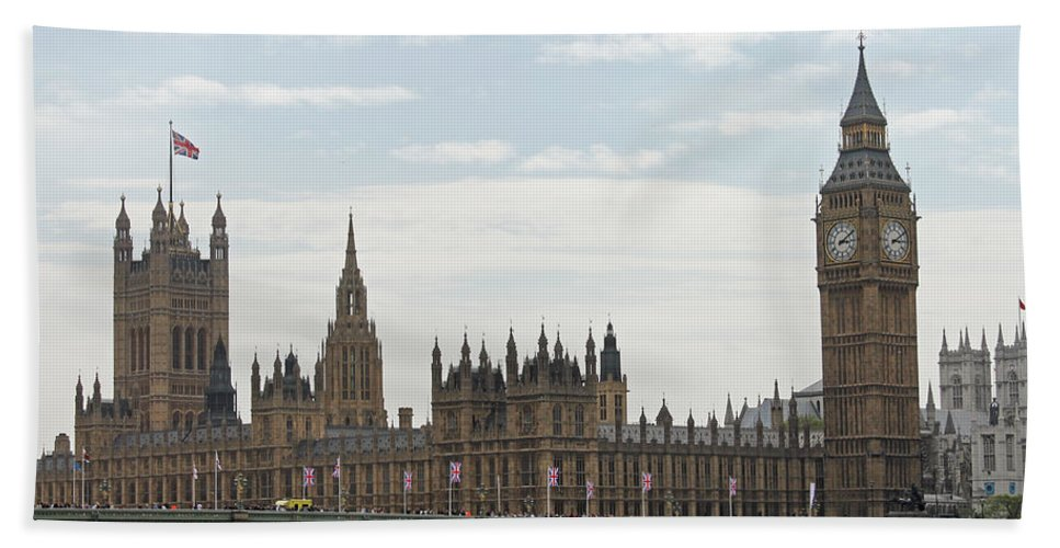 London Hand Towel featuring the photograph Houses Of Parliament by Tony Murtagh