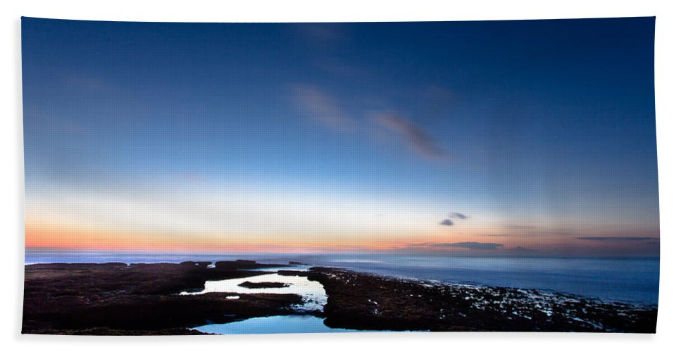 Sea Hand Towel featuring the photograph Hovering In The Sky by Edgar Laureano
