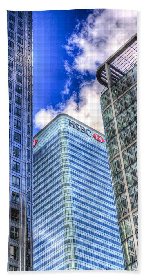 Hsbc Bath Sheet featuring the photograph Hsbc Tower London by David Pyatt