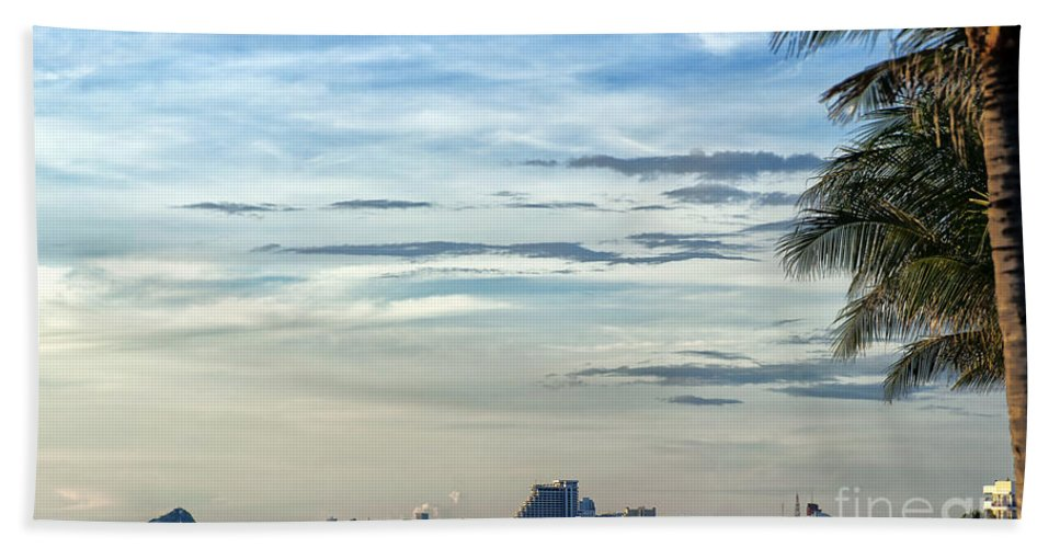 Hotels Bath Sheet featuring the photograph Hua Hin Coastline 02 by Antony McAulay