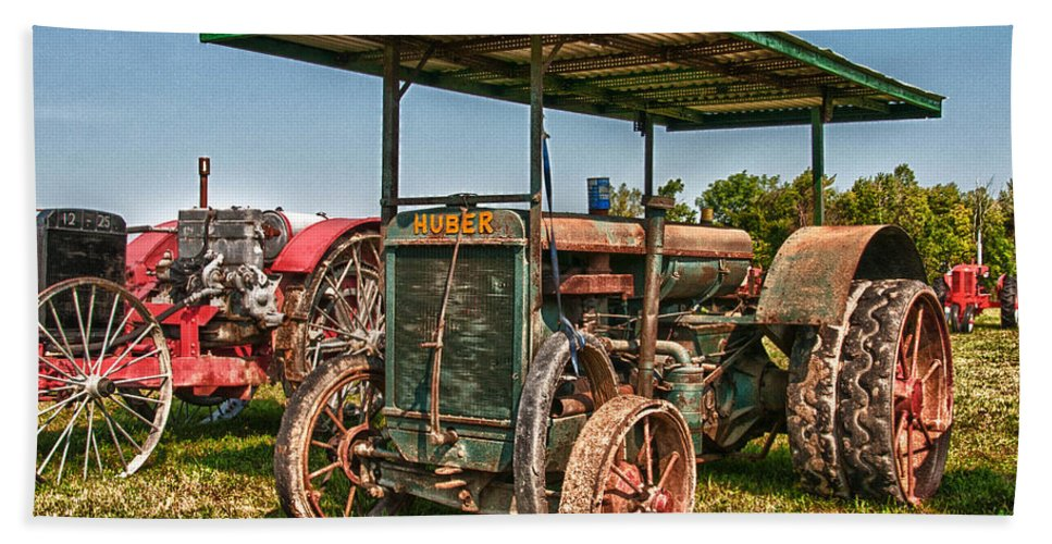 Guy Whiteley Photography Bath Sheet featuring the photograph Huber Tractor by Guy Whiteley