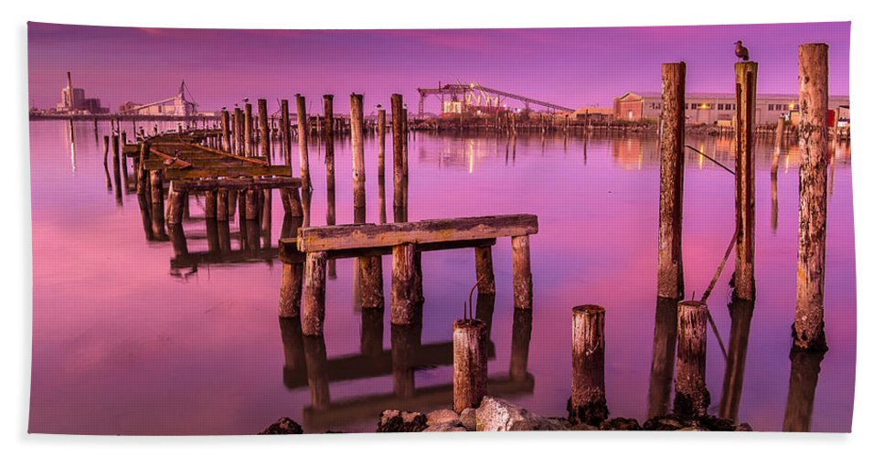 Humboldt Bay Hand Towel featuring the photograph Humboldt Twilight Glow by Greg Nyquist