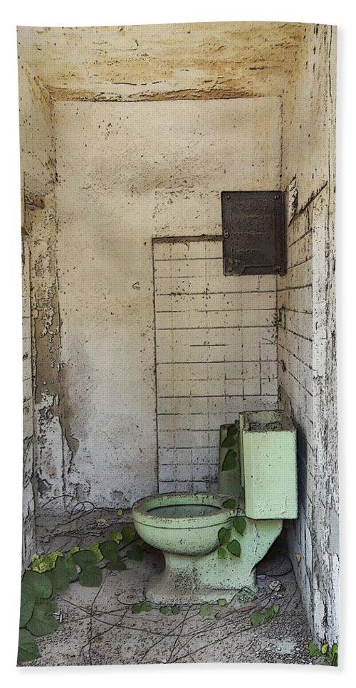 Anne Mott Bath Sheet featuring the photograph I Can't Keep It In by Anne Mott