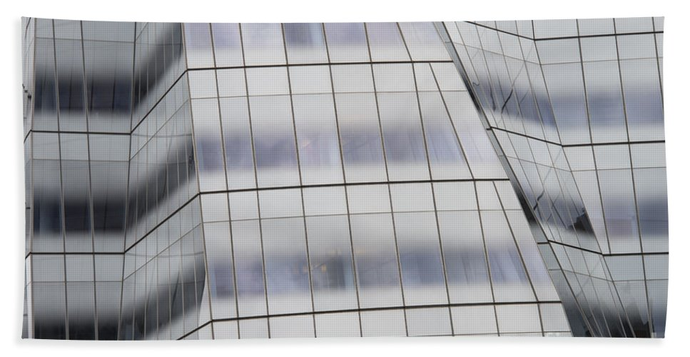 Iac Interactivcorp Building New York City Cityscape Cityscapes Building Buildings Architecture Cities Structure Structures Window Windows Bath Sheet featuring the photograph Iac Building by Bob Phillips